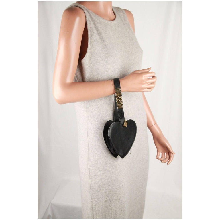 Moschino Vintage Black Leather Heart Wrist Bag In Good Condition For Sale In Rome, Rome