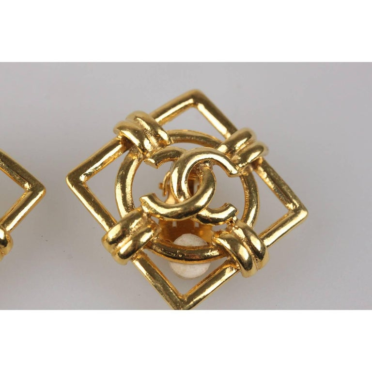 CHANEL Vintage Gold Metal Square Clip On CC Logo Earrings In Excellent Condition For Sale In Rome, Rome