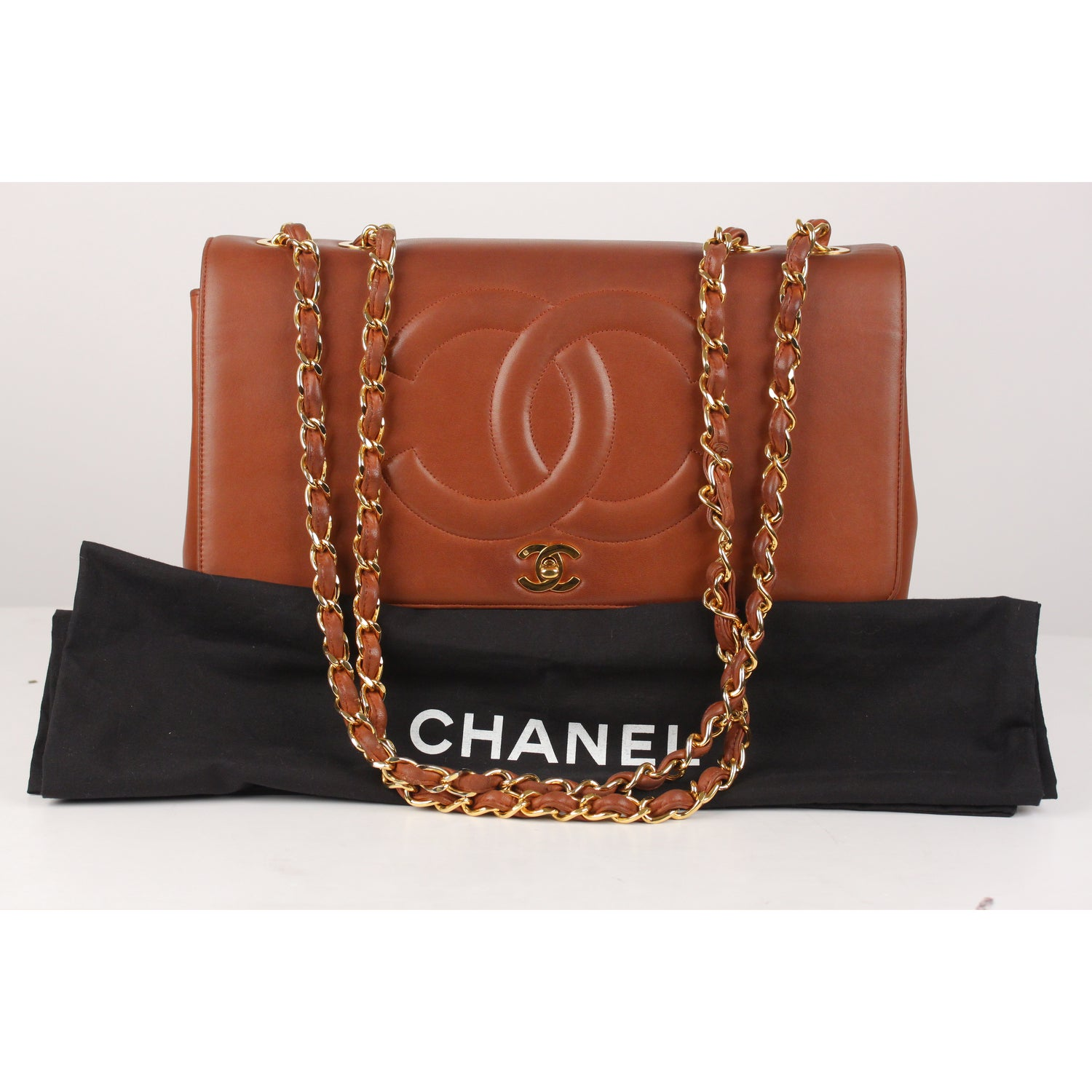 25ff6f39ff2a Chanel Vintage Brown Quilted Leather Jumbo Shoulder Bag with CC Logo For  Sale at 1stdibs