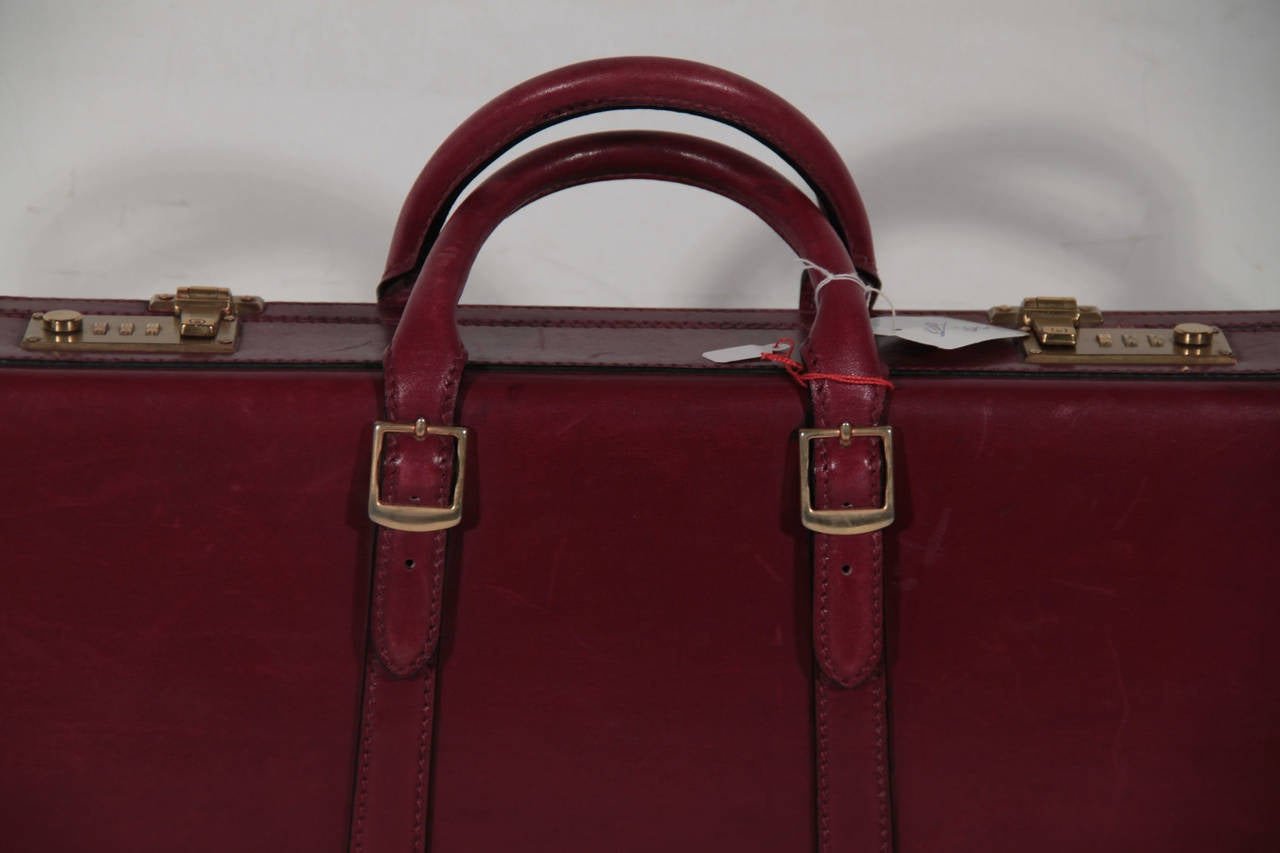 GUCCI Italian VINTAGE Burgundy Leather HARD SIDE BRIEFCASE Work Bag HANDBAG In Excellent Condition For Sale In Rome, IT