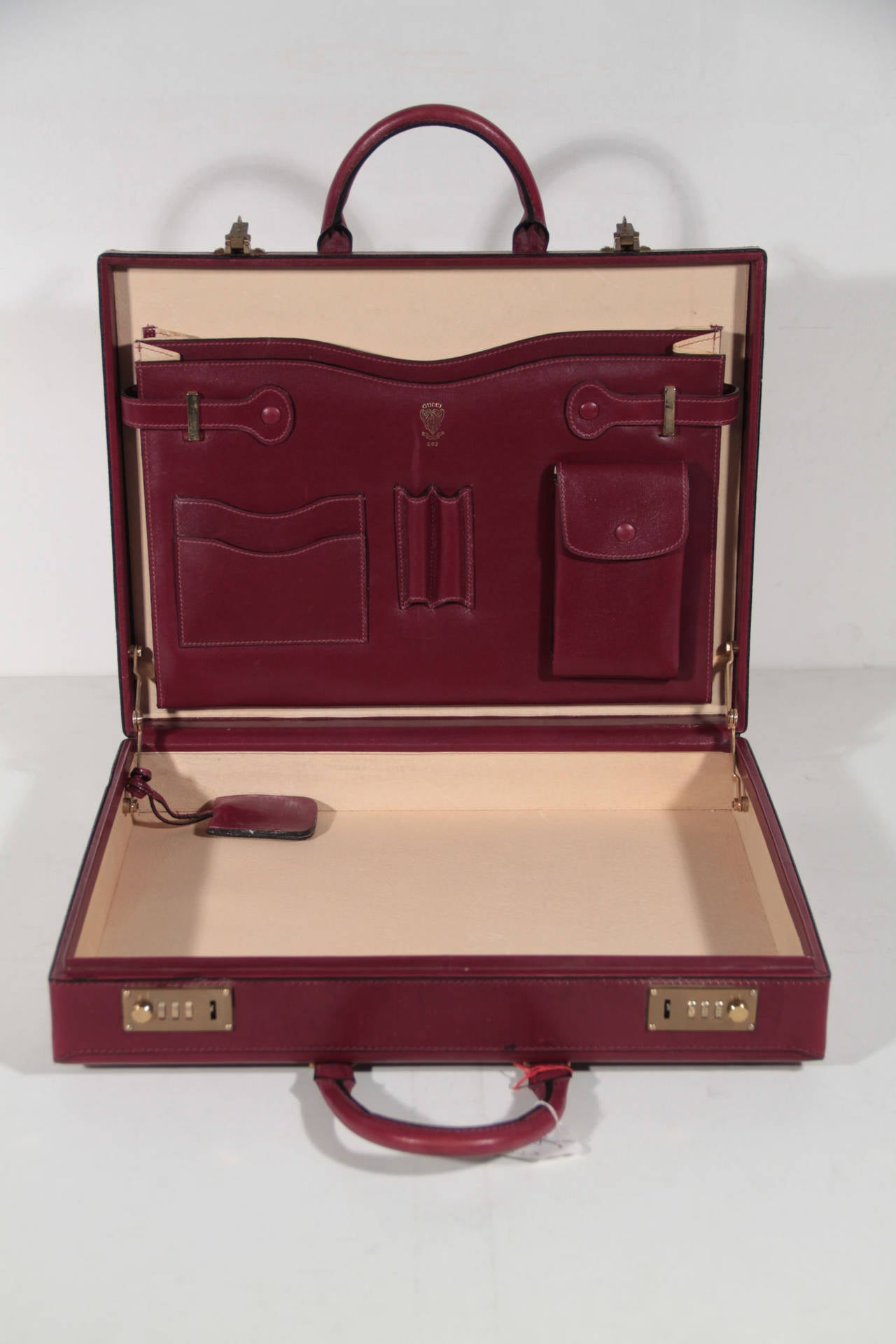 GUCCI Italian VINTAGE Burgundy Leather HARD SIDE BRIEFCASE Work Bag HANDBAG For Sale 2