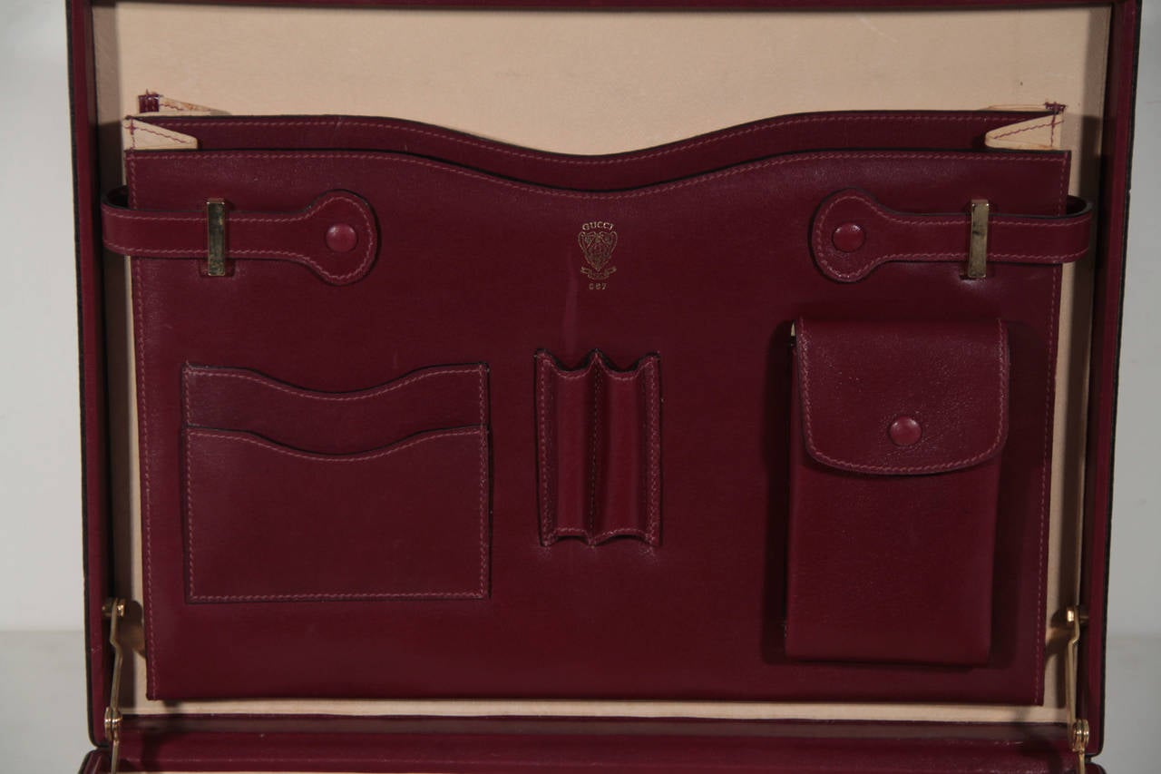 GUCCI Italian VINTAGE Burgundy Leather HARD SIDE BRIEFCASE Work Bag HANDBAG For Sale 4