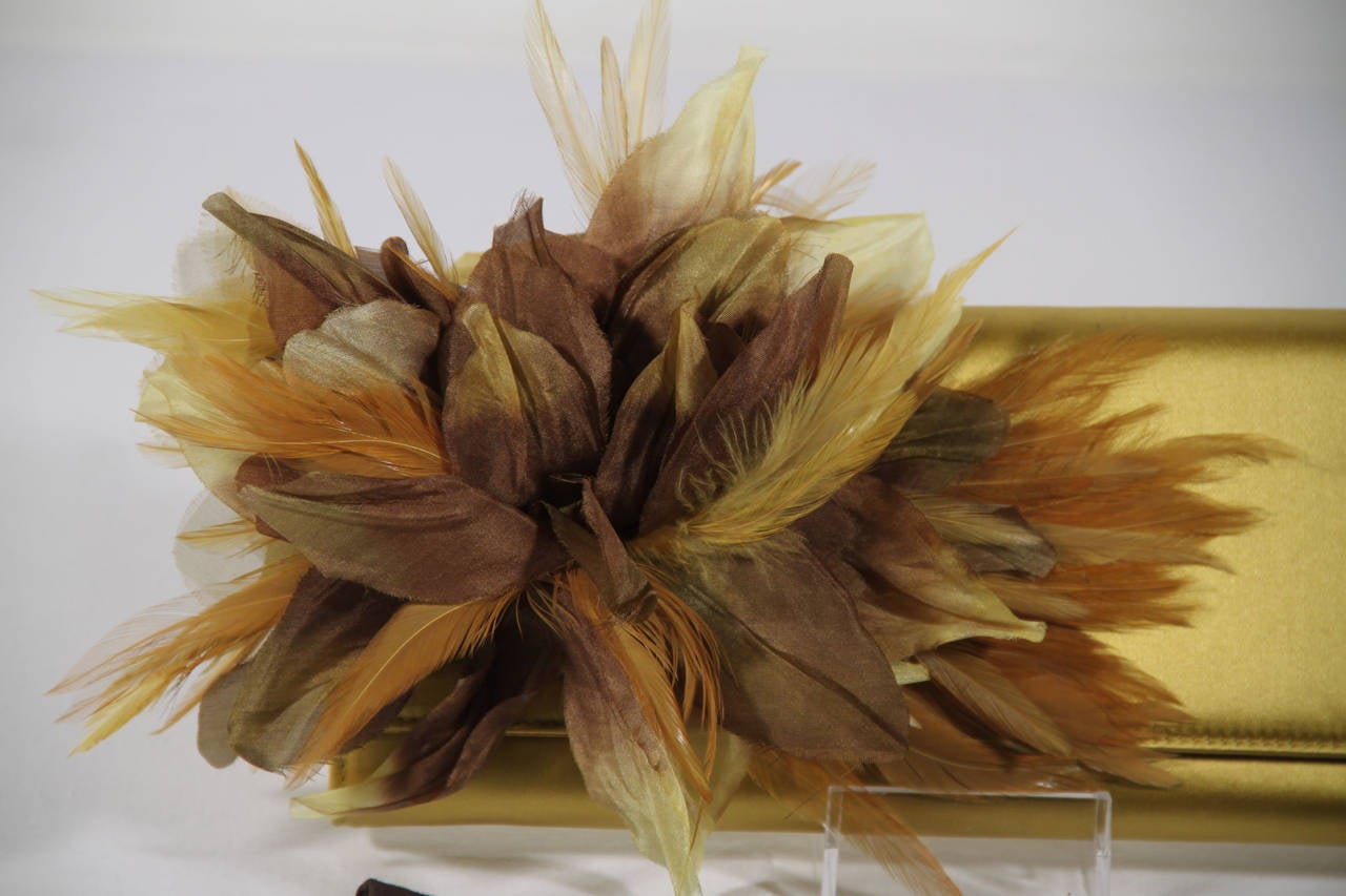 GUCCI Auth Yellow Satin ANGELICA CLUTCH Handbag EVENING BAG Feather Appliqued In Excellent Condition For Sale In Rome, Rome