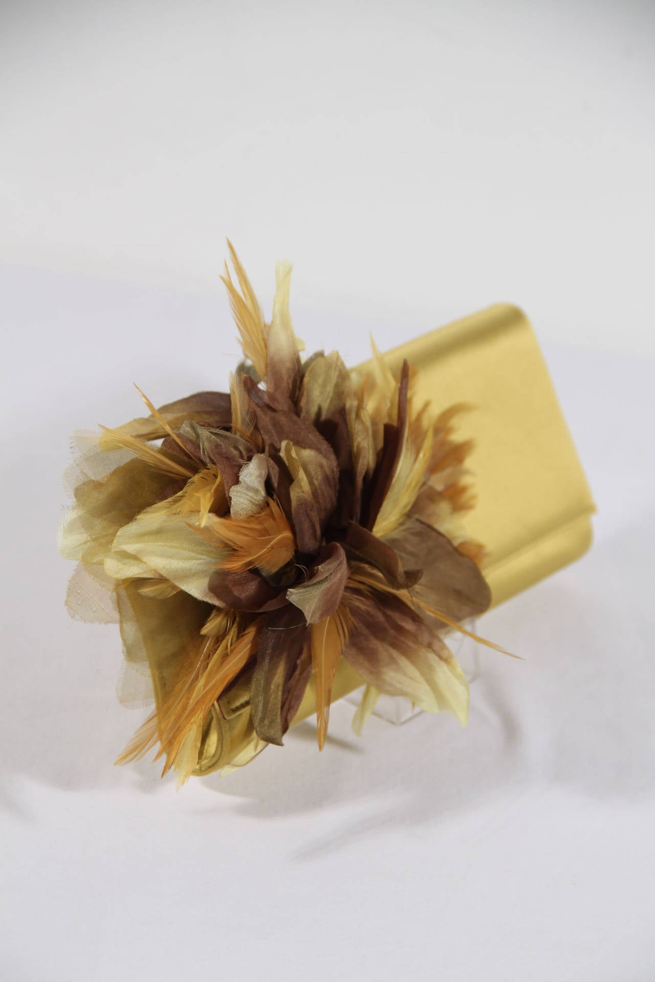 Brown GUCCI Auth Yellow Satin ANGELICA CLUTCH Handbag EVENING BAG Feather Appliqued For Sale