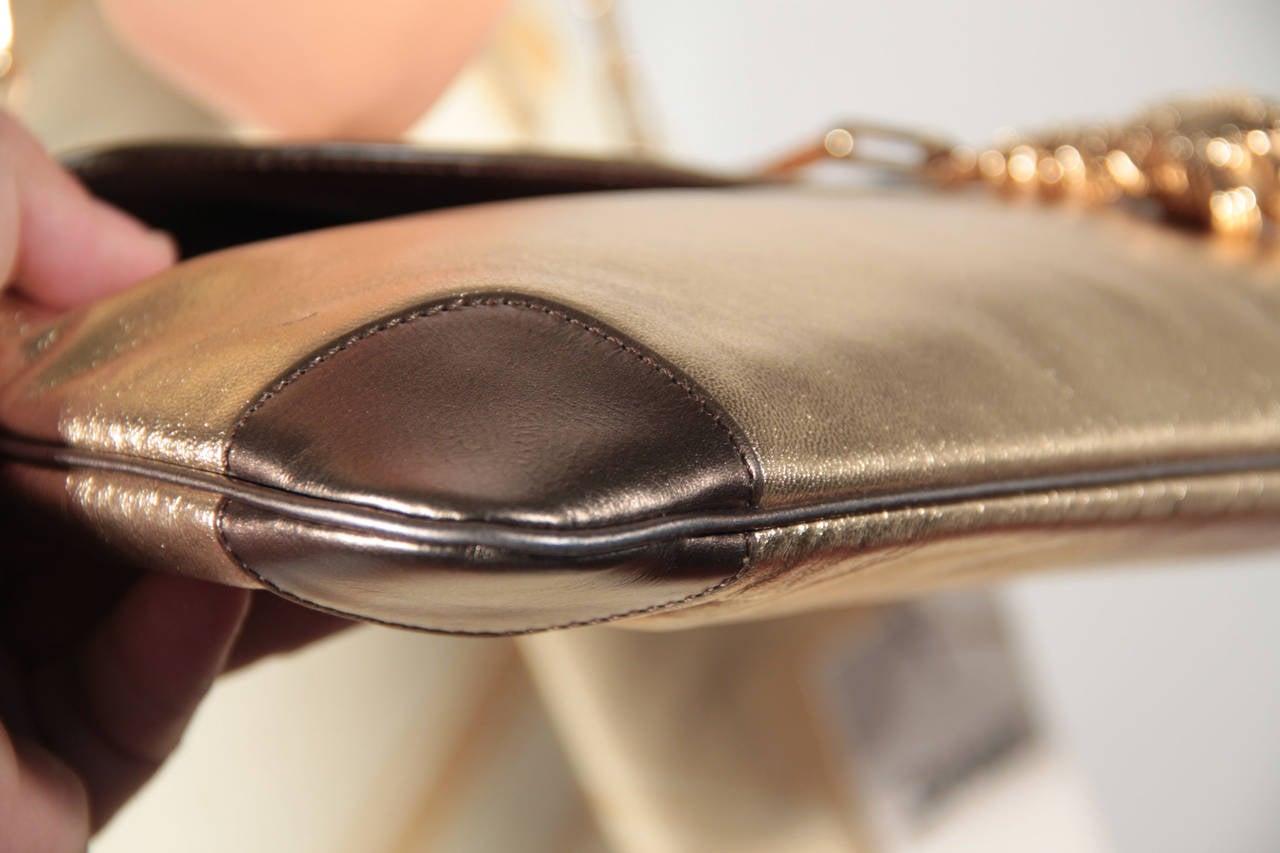 auth gucci golden leather shoulder bag flap purse tom ford era w tiger head for sale at 1stdibs. Black Bedroom Furniture Sets. Home Design Ideas
