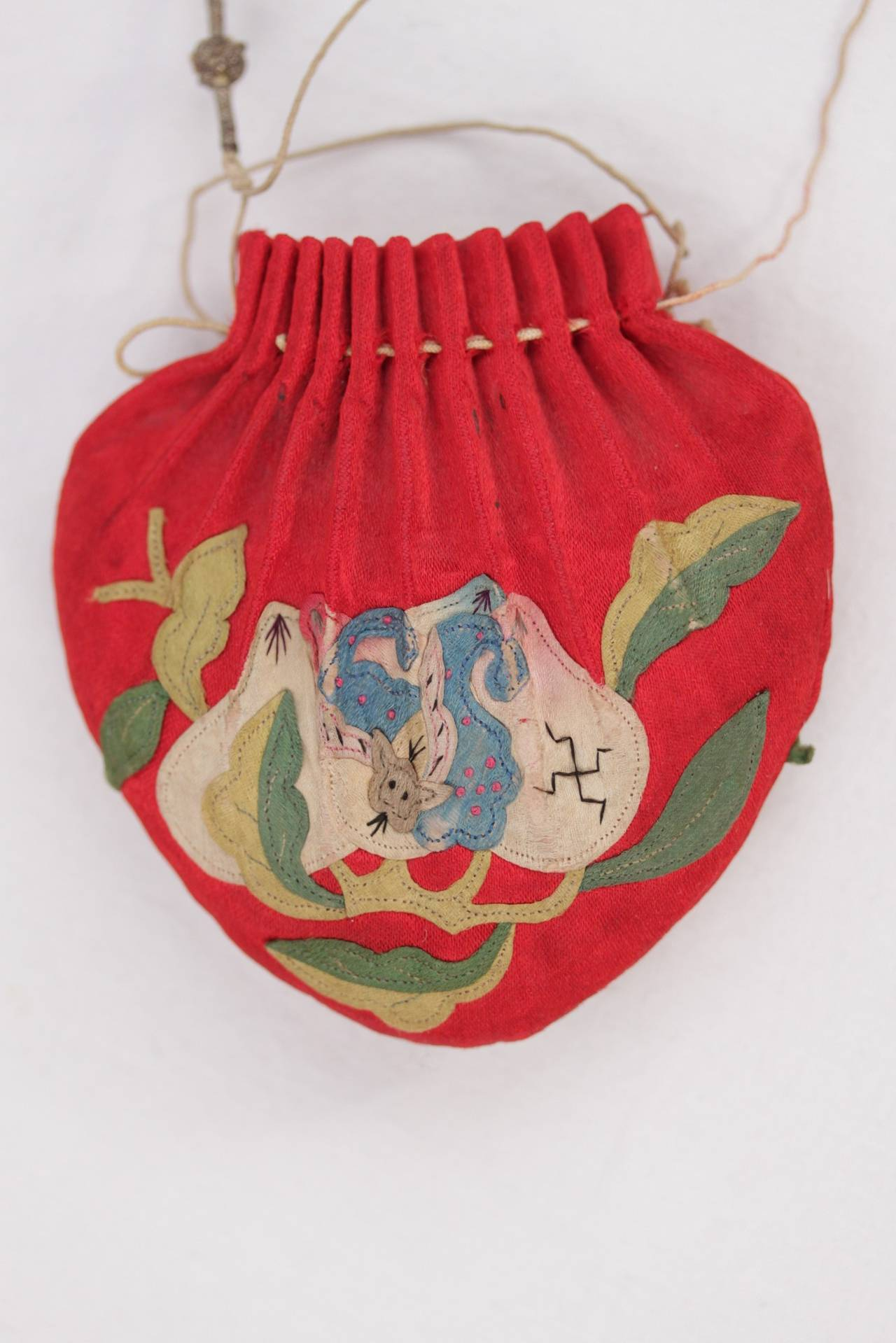Beautiful embroidered Chinese scent pouch. - From the late 19th century  (Qing  33285f3f5