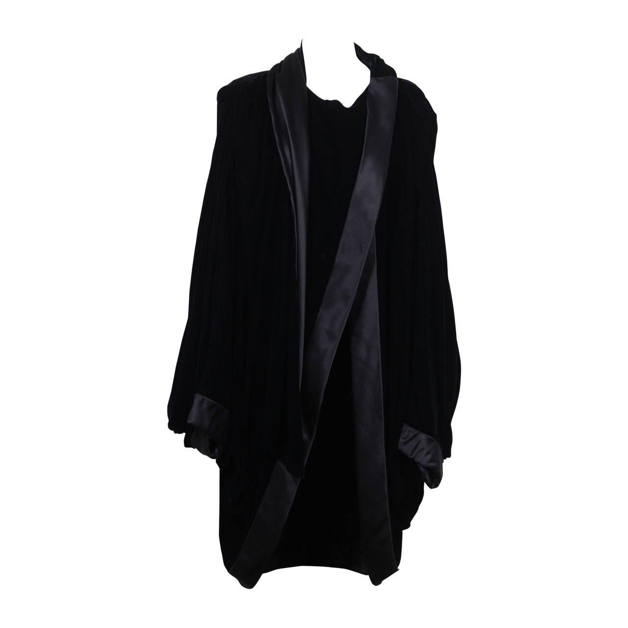 ANDREA ODICINI COUTURE Italian VINTAGE Black Velvet CAPE w/ DOLMAN Sleeves