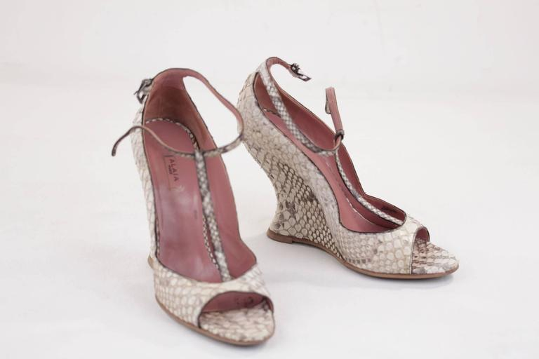 Brand: AZZEDINE ALAIA - Made in Italy  Condition (please read our condition chart below): EXCELLENT CONDITION: Very little wear, no visible defect. It has been used, but not often  Condition details: Minimal wear of use, some darkness on the