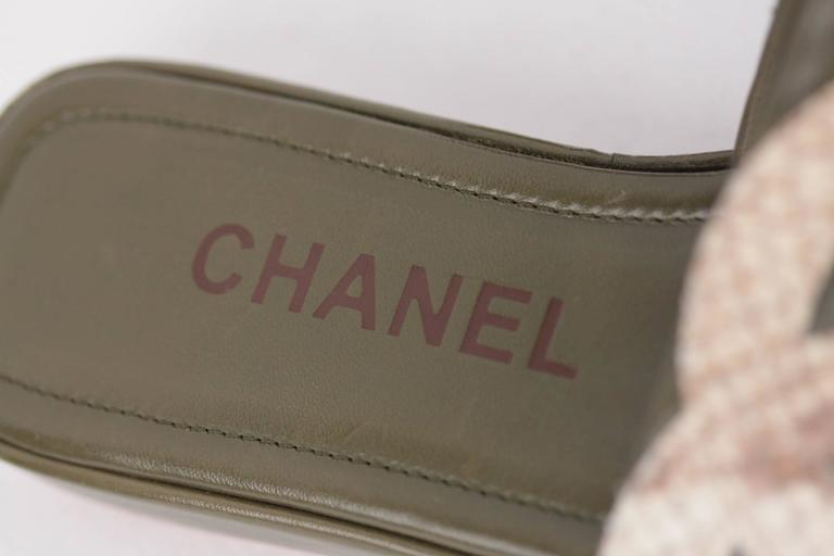 CHANEL Military Green Leather CAMBON SLIDES Flat Shoes SANDALS CC Logo 35 1/2 IT 5