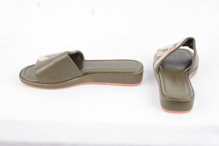 CHANEL Military Green Leather CAMBON SLIDES Flat Shoes SANDALS CC Logo 35 1/2 IT 4