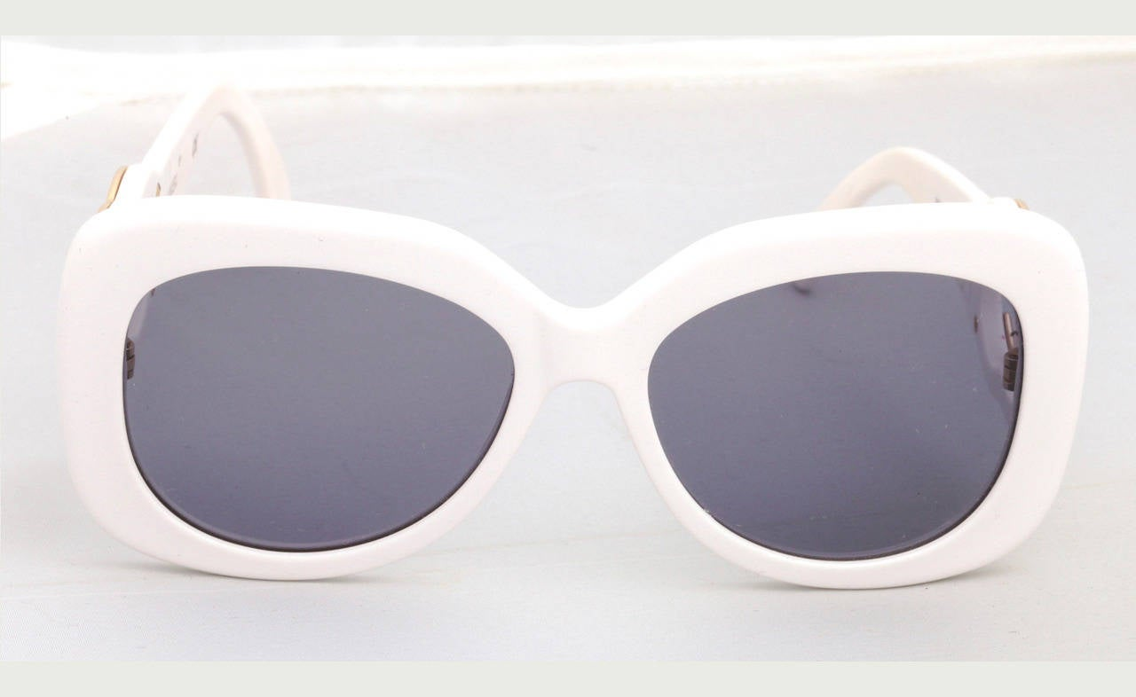 21bf6f6465d38 Chanel White Aviator Sunglasses   Cepar