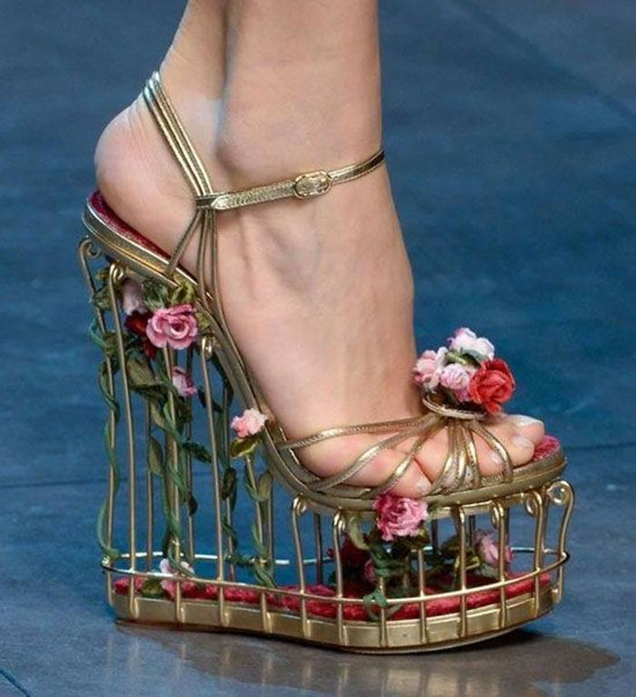 Very rare Dolce & Gabbana Runway Cage Heel Shoes Piece of Art! For Sale 4