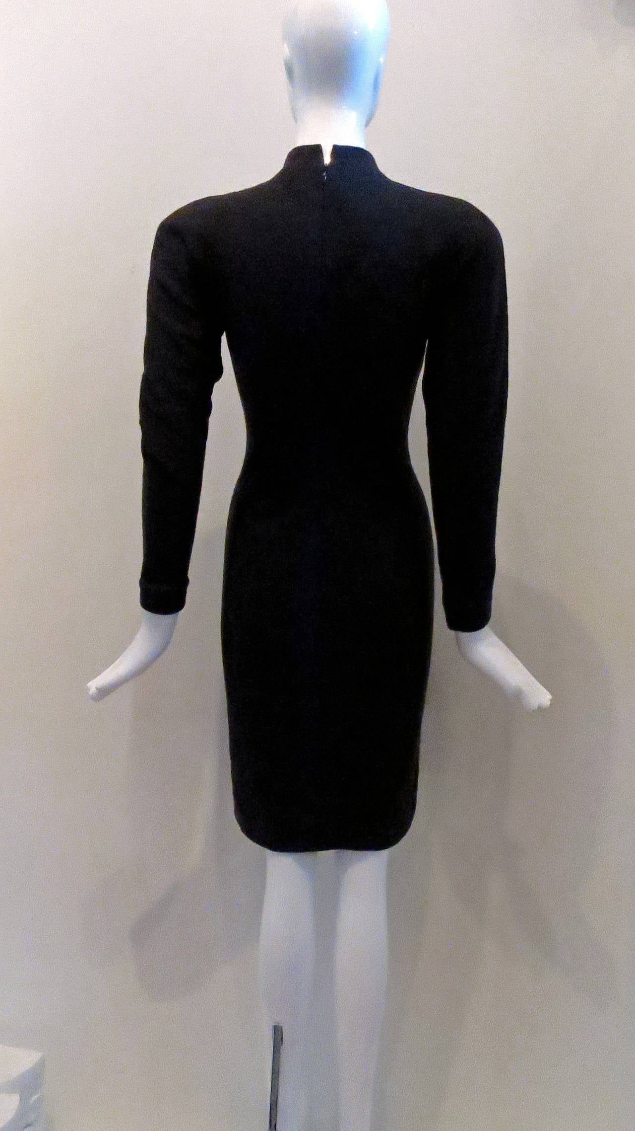 HALSTON Grey Wool Knit Mock Turtleneck Dress In Excellent Condition For Sale In Brooklyn, NY
