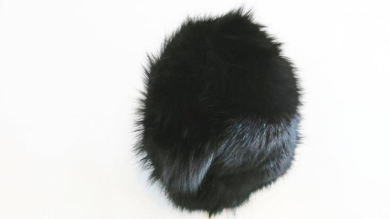 1970's Saks Fifth Avenue Black Fox Fur Hat  In Excellent Condition For Sale In Brooklyn, NY