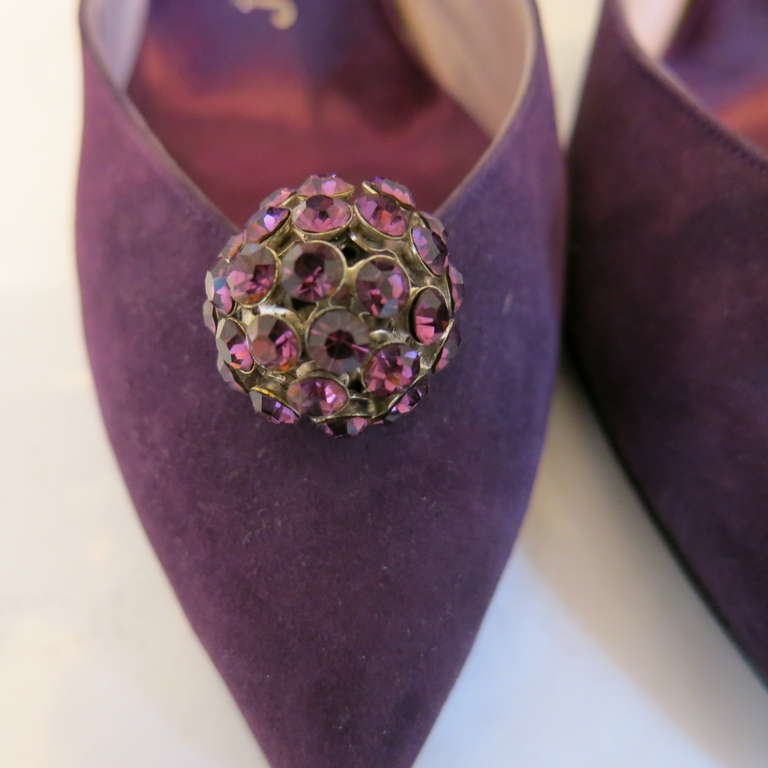 1960s Herbert Levine Purple Suede Heels with Rhinestone Ball Embellishment In Excellent Condition For Sale In Brooklyn, NY