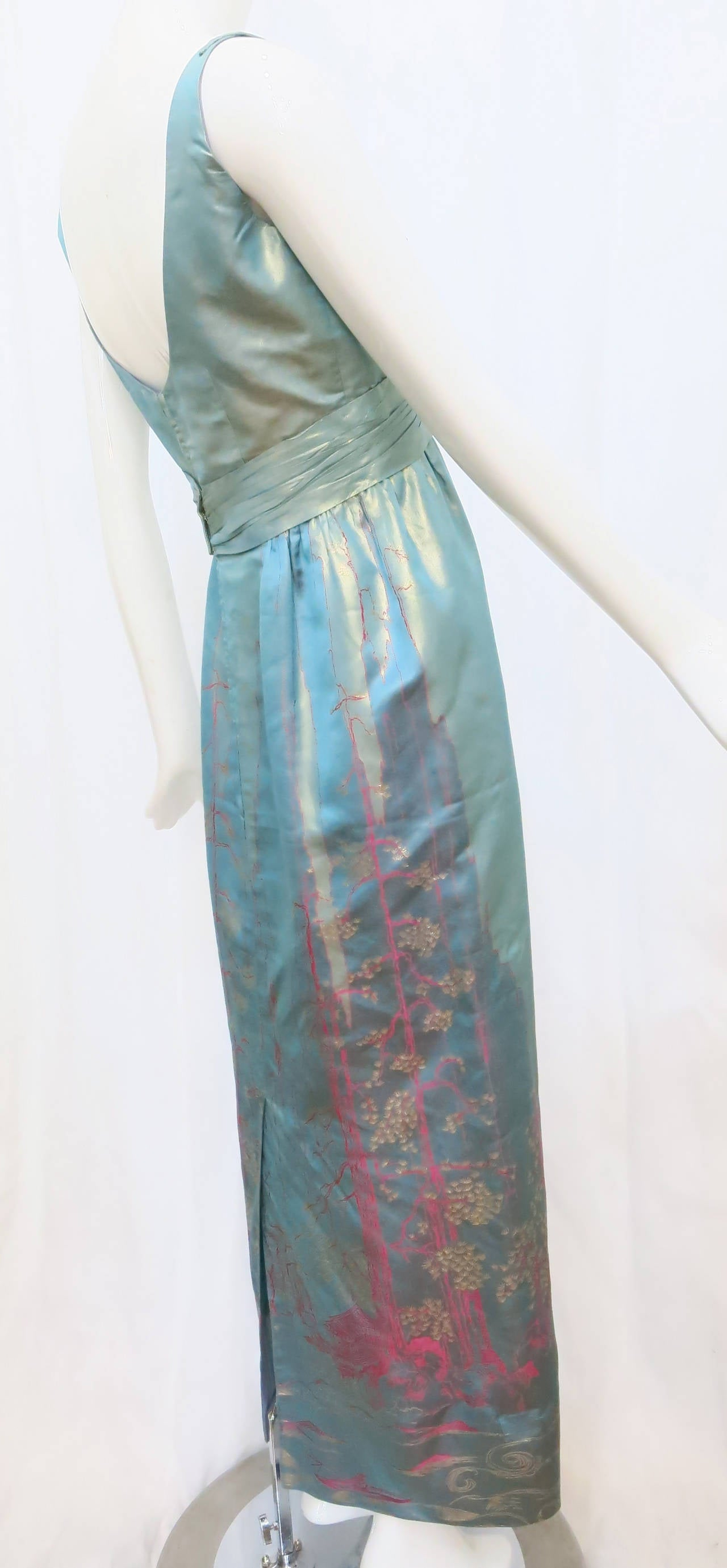 1950s Aqua Iridescent Silk Column Gown with Hot Pink Orient Motif In Good Condition For Sale In Brooklyn, NY