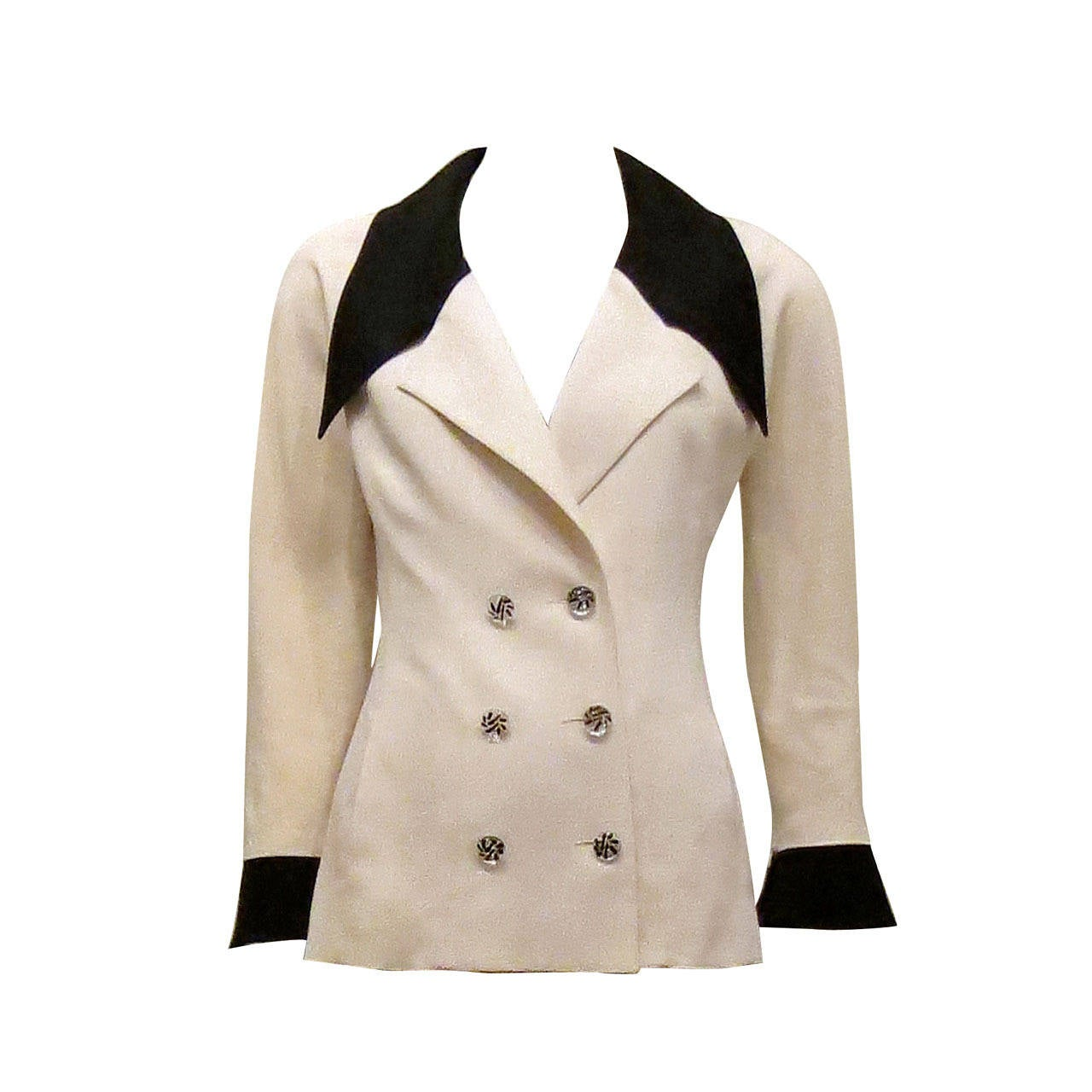 In spring you can always match a cute dress with a pink or a floral blazer looks perfect with a pair of skinny white pants and a black cami top underneath. In Rosegal we have varieties style of blazer, like black & blue color, casual, royal, striped, denim fabric and so on!