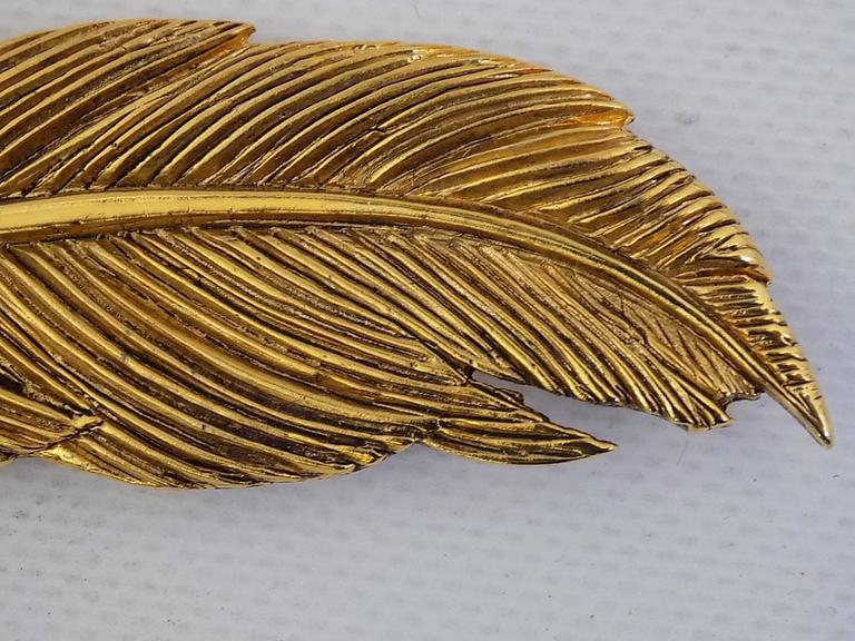 Rare Collectable HANAE MORI Paris  1980s  Large Feather Pin Brooch In As new Condition For Sale In New York, NY