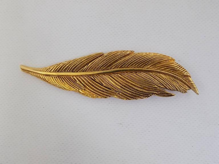 Women's or Men's Rare Collectable HANAE MORI Paris  1980s  Large Feather Pin Brooch For Sale