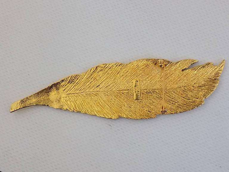 Spectacular and trully  Rare  HANAE MORI pin. Circa  1980s . Gold tone large feather. Collectors item. In pristine condition!!! No tarnish, scratches or any damages. 