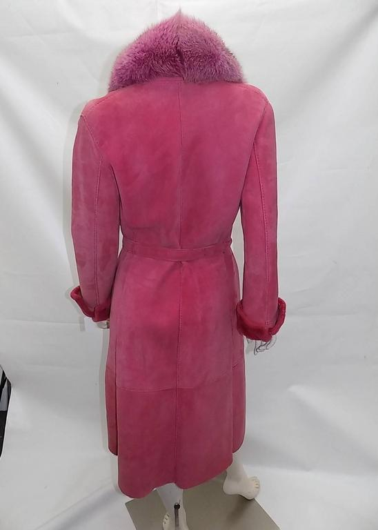 Beautiful Rose color vintage Gianni Versace shealring coat featuring luxurious fox fur collar, side pockets, one button closure , cuffed sleeves and belt. Excellent condition with minor signs of wear. Circa 1995