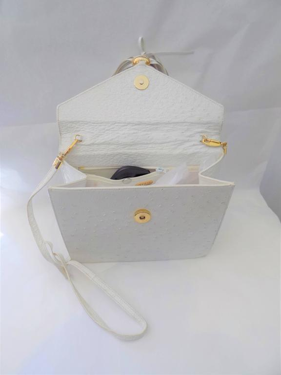 SISO Vintage white ostrich envelope clutch  - shoulder bag In Good Condition For Sale In New York, NY
