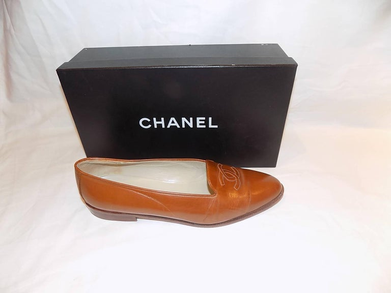 Chanel CC logo flat loafer shoes  sz 40 2