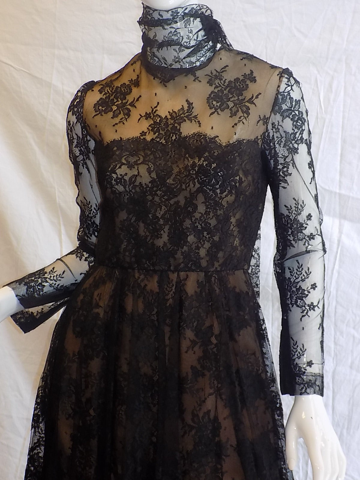 Women's 1980 Breathtatking Bill Blass Lace Dress   Rare and Collectable ! For Sale