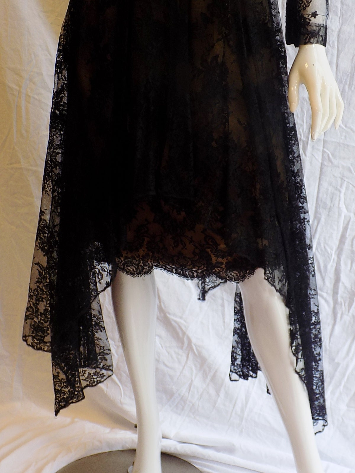 1980 Breathtatking Bill Blass Lace Dress   Rare and Collectable ! For Sale 1