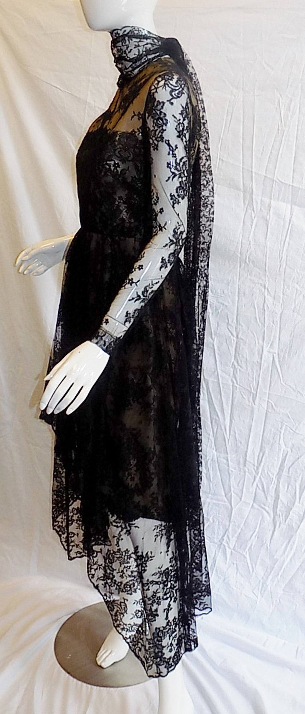 1980 Breathtatking Bill Blass Lace Dress   Rare and Collectable ! For Sale 2