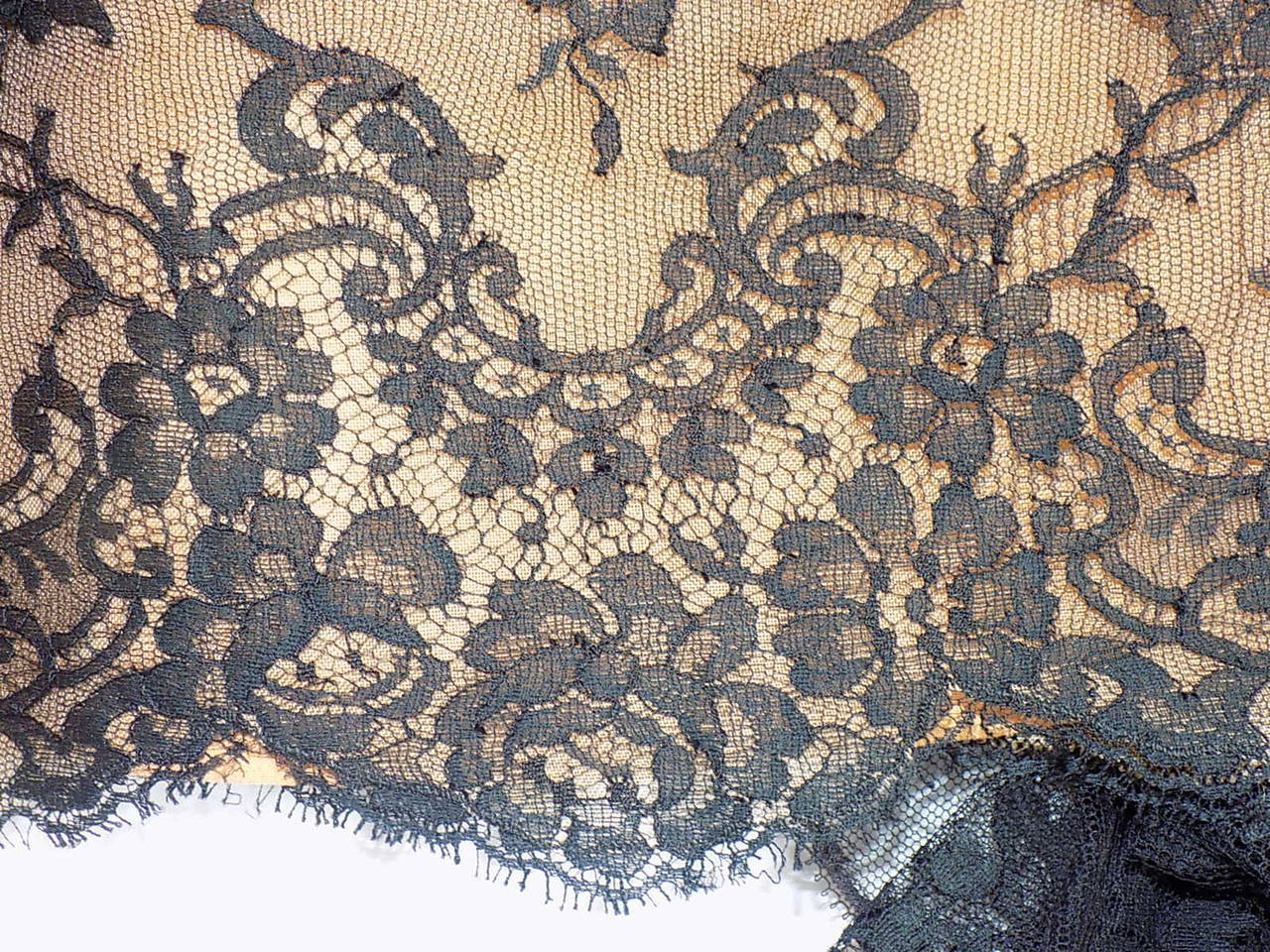 1980 Breathtatking Bill Blass Lace Dress   Rare and Collectable ! For Sale 3