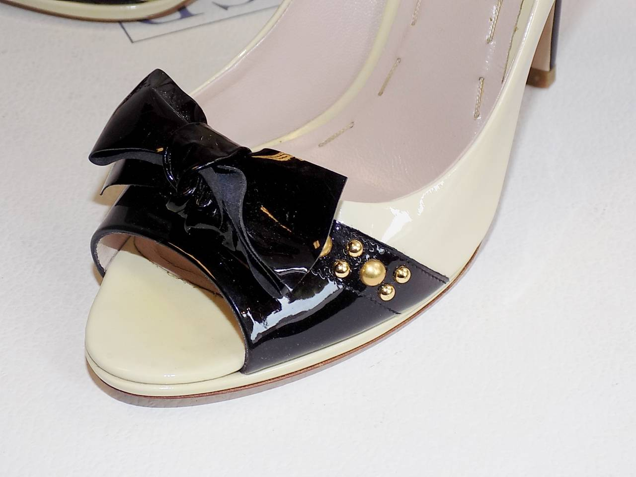 Gray Miu Miu Two Tone  patent leather open toe shoes with gold  Studs 38 For Sale