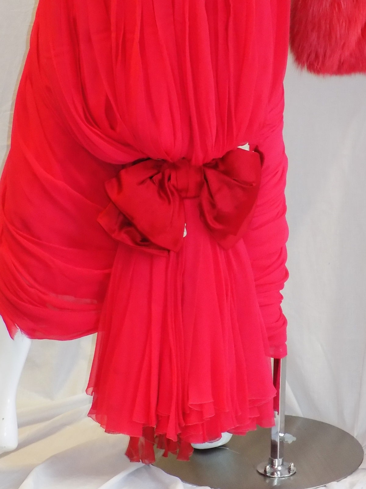 Iconic Jean Dessès Red draped gown with Fox fur stole 1950's For Sale 3