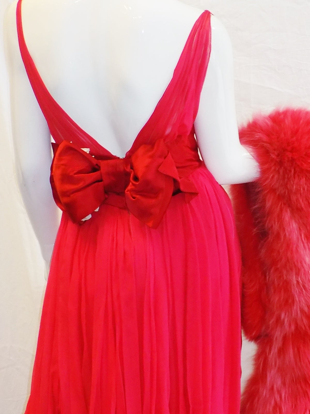 Iconic Jean Dessès Red draped gown with Fox fur stole 1950's For Sale 2