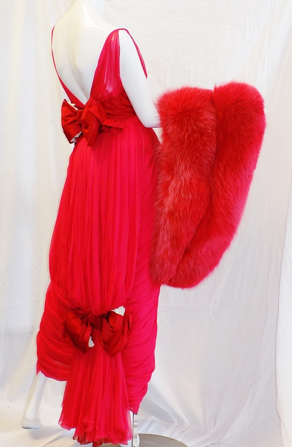 Iconic Jean Dessès Red draped gown with Fox fur stole 1950's For Sale 5