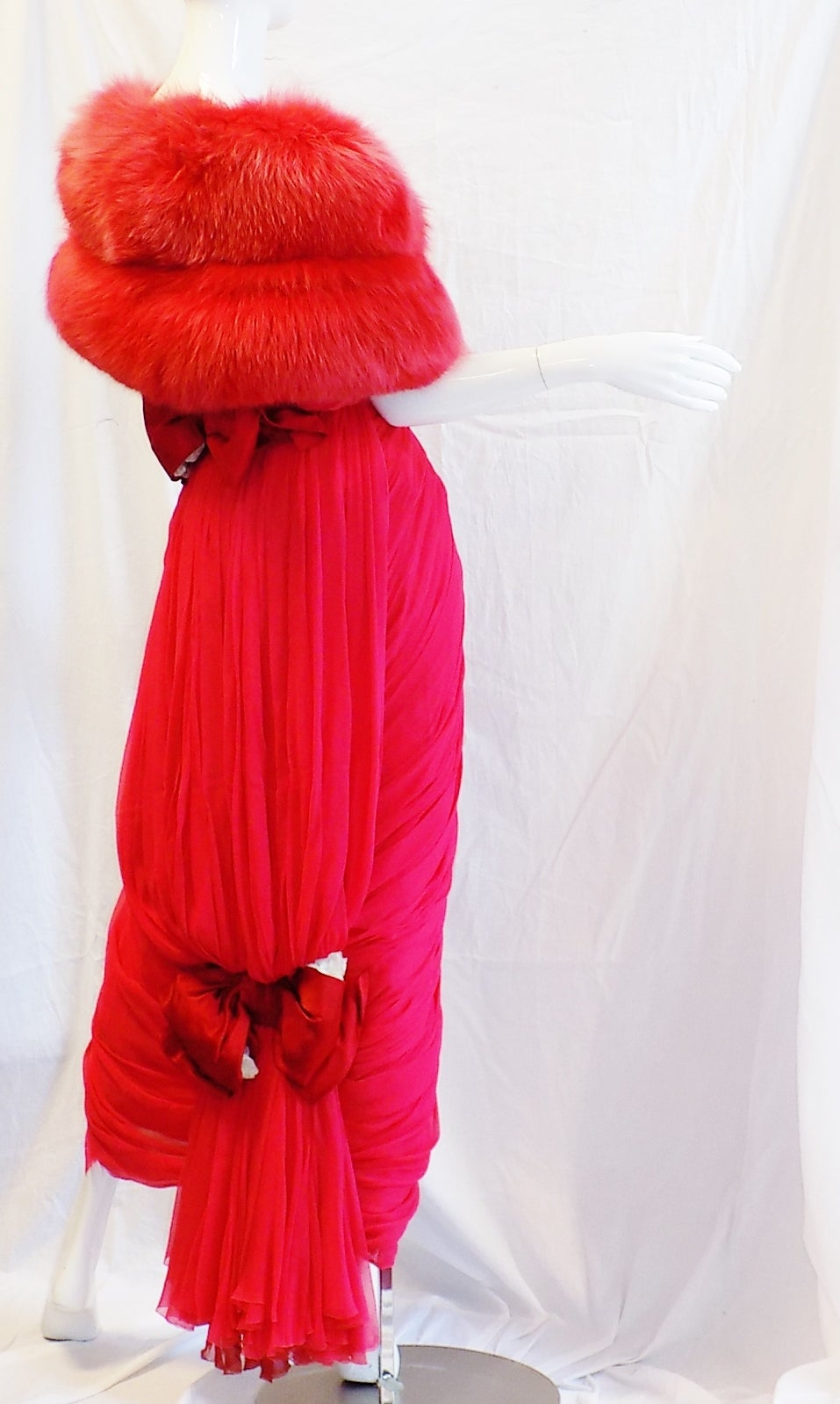 Iconic Jean Dessès Red draped gown with Fox fur stole 1950's For Sale 4