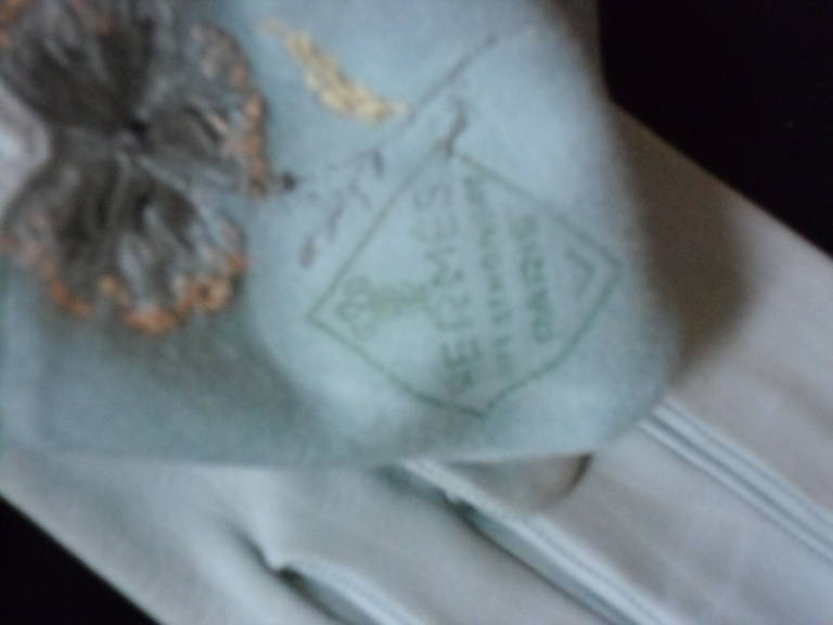 Hermes Vintage Embroidered Gloves 1961 In Excellent Condition For Sale In New York, NY