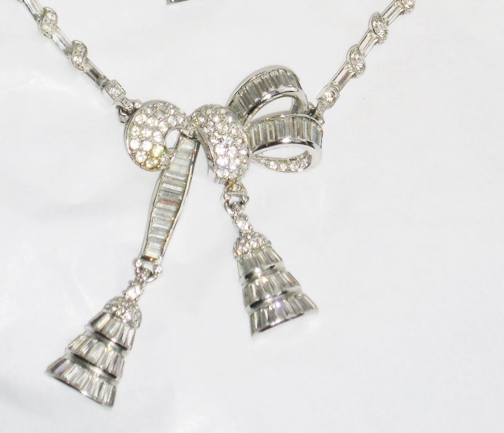 Circa 1940's beautiful  PENNINO lariat pendant necklace and clip earrings set In Excellent Condition For Sale In New York, NY