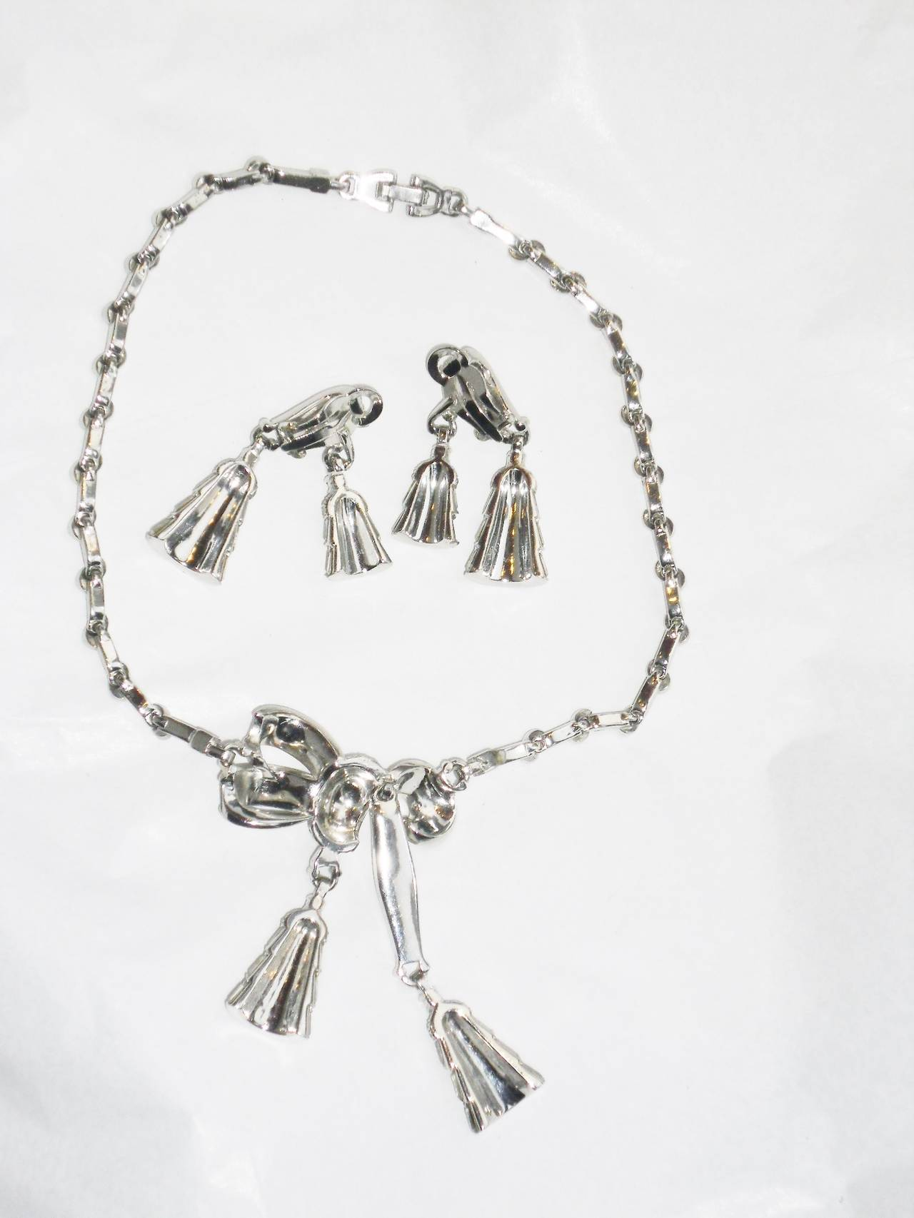 Circa 1940's beautiful  PENNINO lariat pendant necklace and clip earrings set For Sale 2