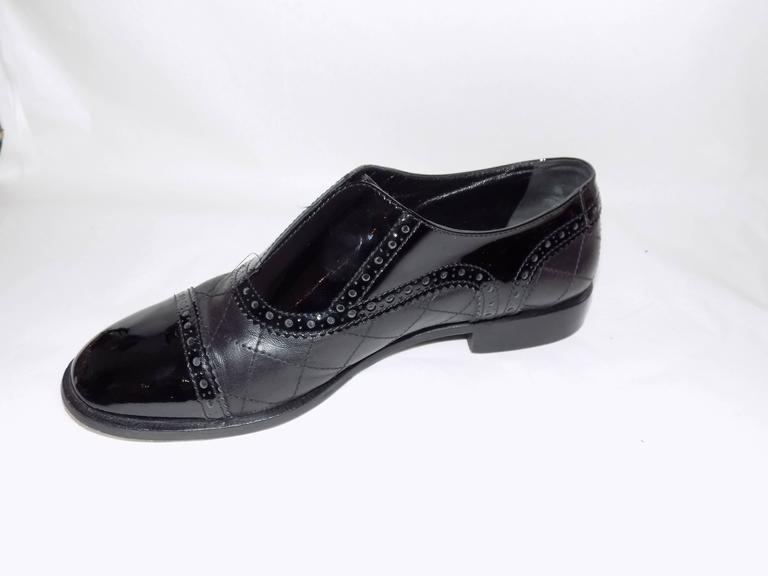 Chanel Black Quilted Oxford Shoes Flats In Excellent Condition For Sale In New York, NY