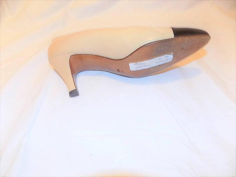Chanel classic two tone Noir Cap toe leather pumps sz 38DE 4