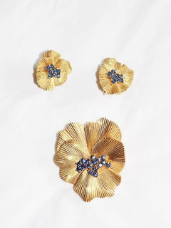 TRIFARI  Pansy Brooch and Earrings in Ridged Gold with blue stones 1950