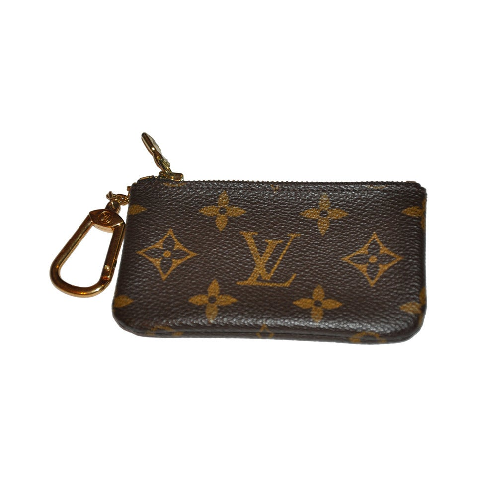 ... Louis Vuitton Signature Monogram Zippered Change Purse With Key hot  products b1678 c7506 ... 402a86b48fd