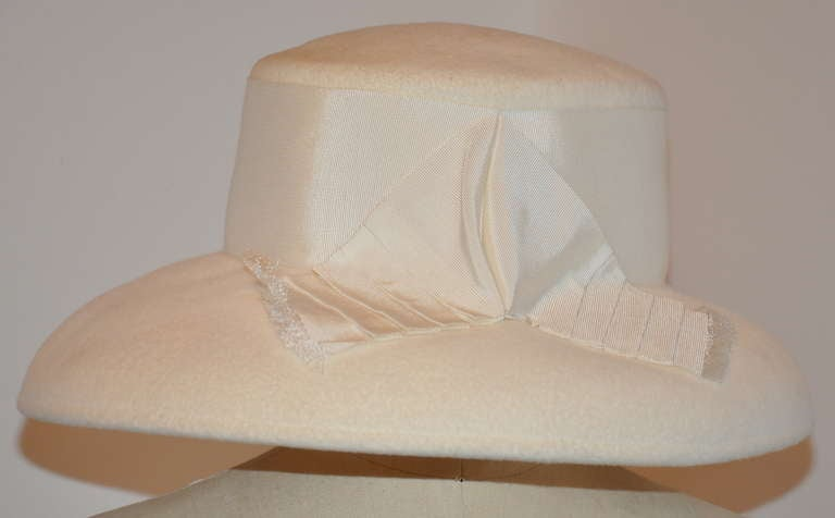 Halston Ivory Wool Felt Hat with Silk Ribbon Accents In Excellent Condition For Sale In New York, NY