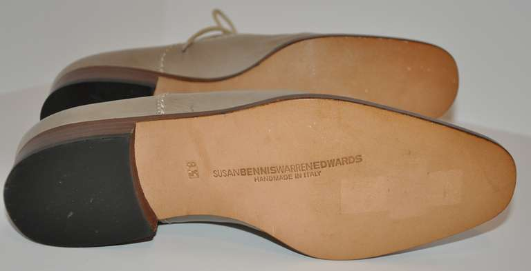 Susan Bennis Warren Edwards Hand-Made Lace-Up Shoes In Excellent Condition For Sale In New York, NY