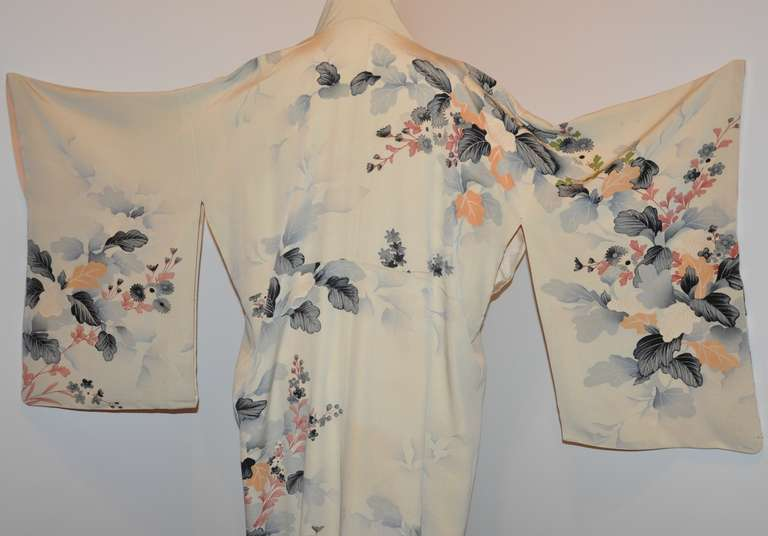 Vintage Fully Lined Silk Japanese Kimono with Floral and Gold Lame Accents 6