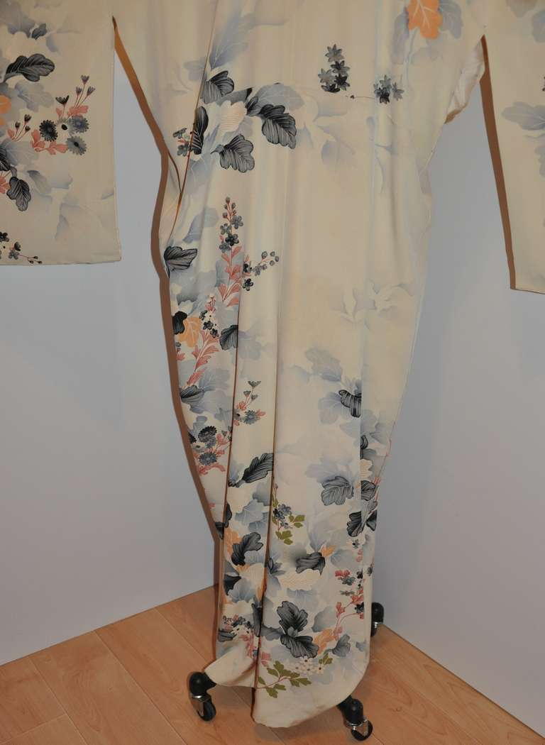 Vintage Fully Lined Silk Japanese Kimono with Floral and Gold Lame Accents 7