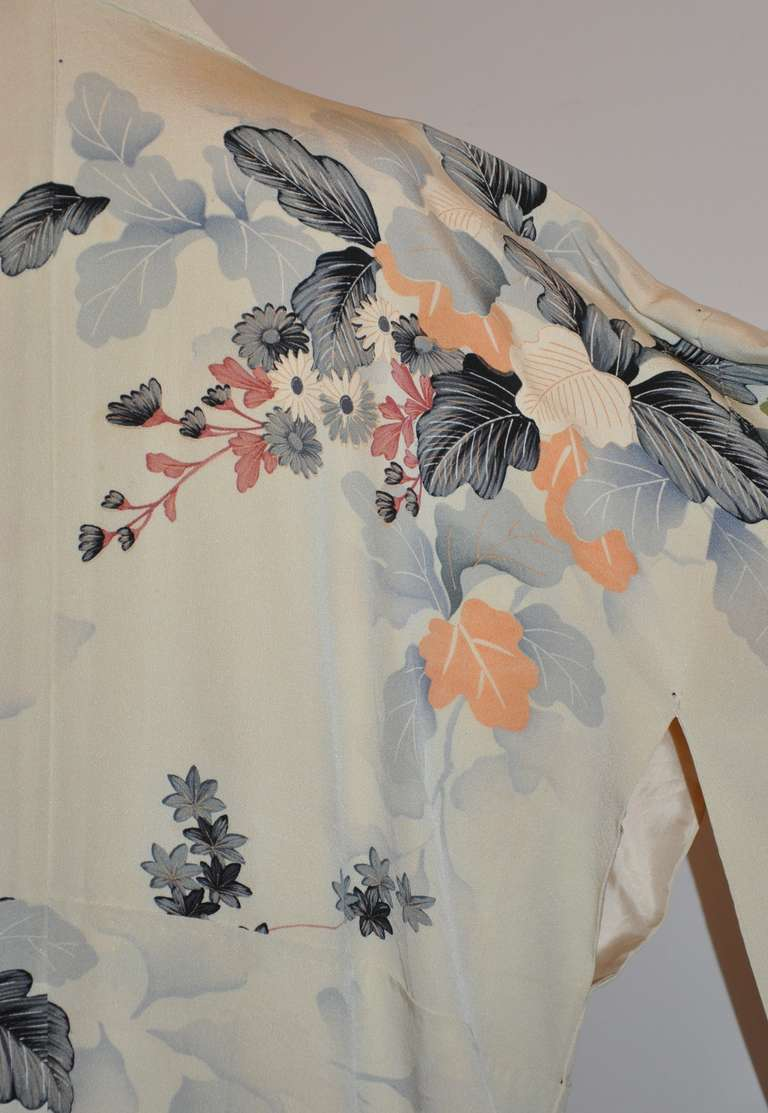 Vintage Fully Lined Silk Japanese Kimono with Floral and Gold Lame Accents 8