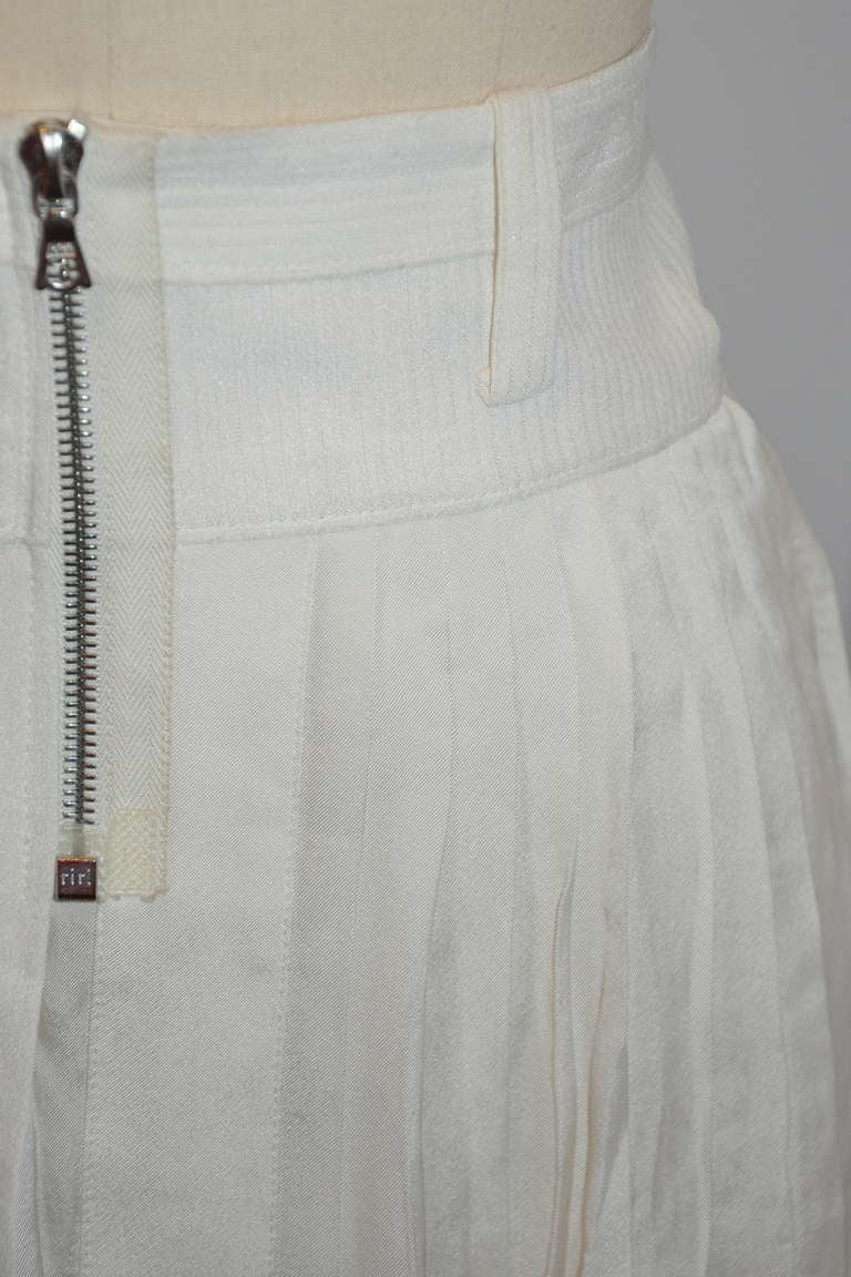 Marc Jacobs White Silk Pleated Zipper Front Mini Skirt In Excellent Condition For Sale In New York, NY