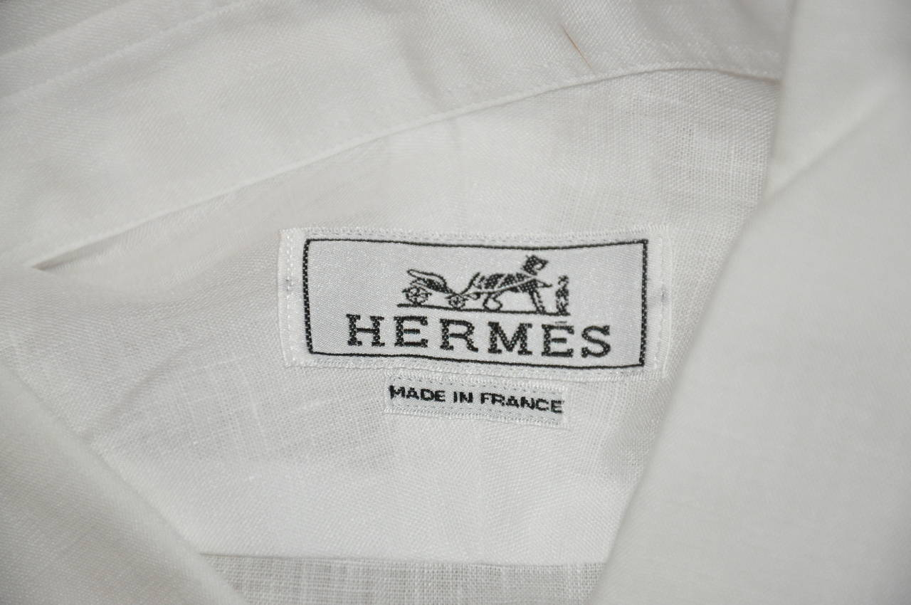 Hermes Men's White Linen Button Shirt with Detailed Cuffs In Excellent Condition For Sale In New York, NY